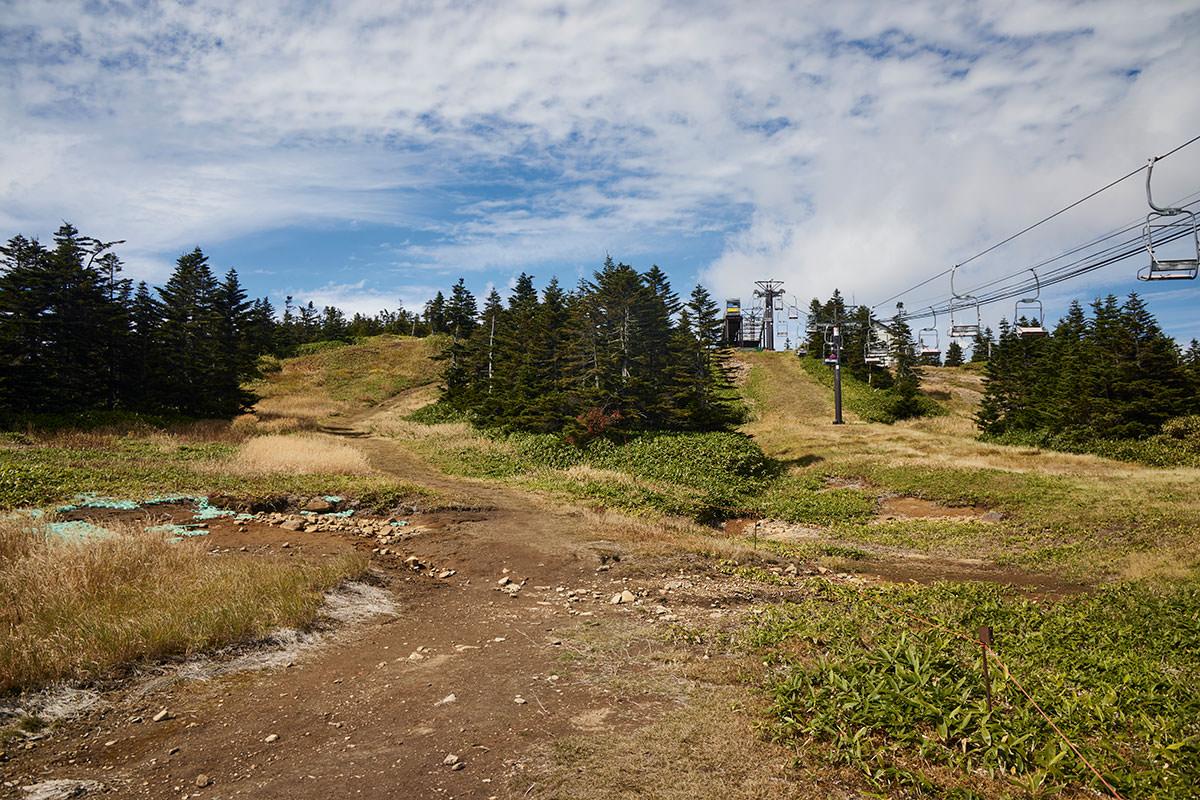 志賀高原横手山-すぐに頂上らしい感じになった
