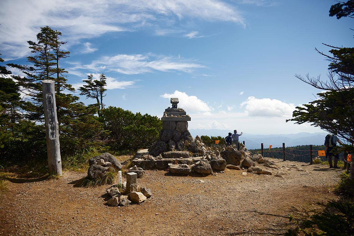 志賀高原横手山-横手山の山頂に着いた